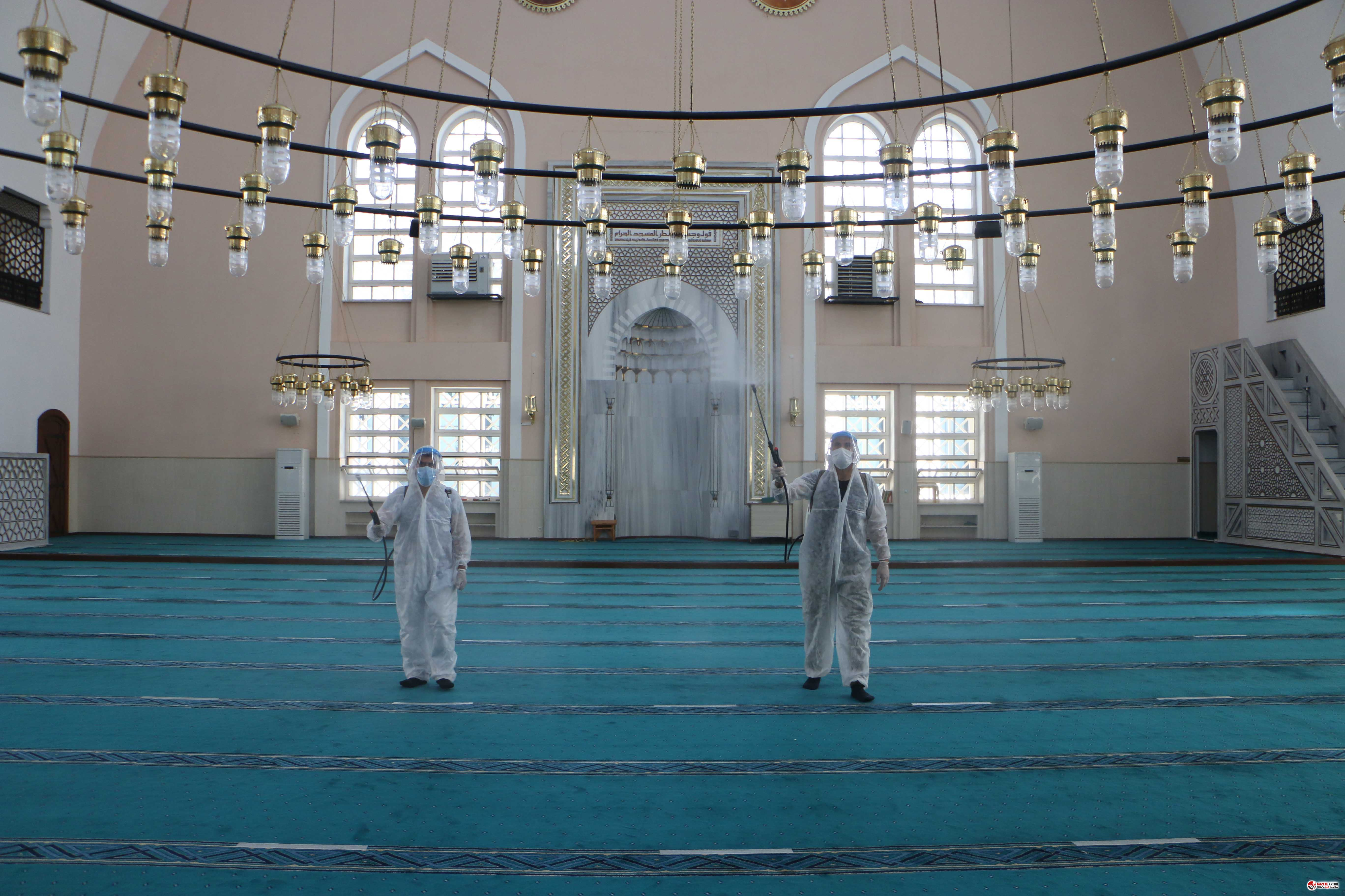 Kartal'daki ibadethaneler bayram öncesi dezenfekte...