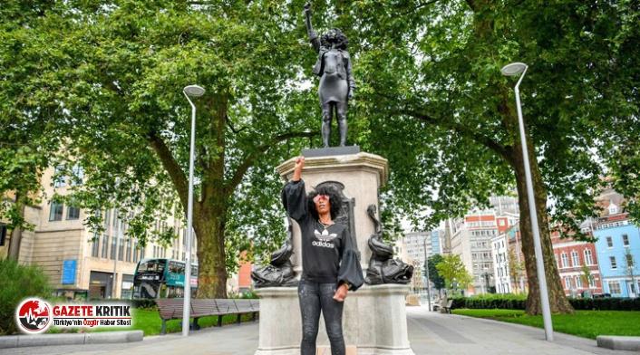 Köle taciri heykelinin yerine protestoculardan birinin...