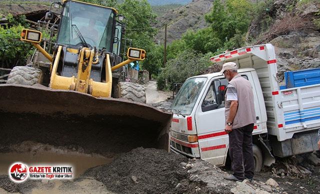 Oltu'da binlerce dönüm arazi sular altında kaldı
