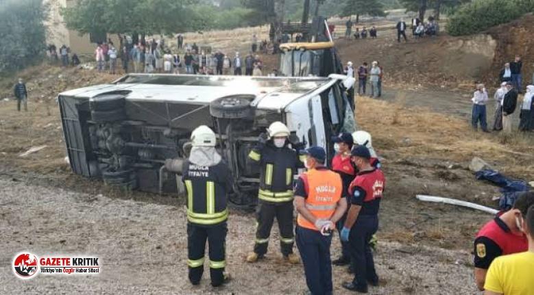 Muğla'da işçileri taşıyan midibüs devrildi