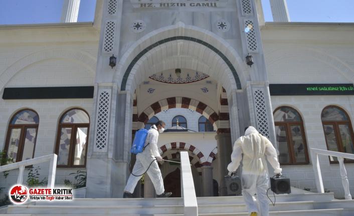 Yenişehir Belediyesi ibadethaneleri dezenfekte ediyor