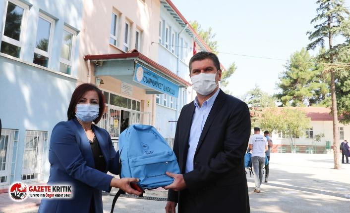 Burdur Belediye Başkanı Ali Orkun Ercengiz, öğrencilere...