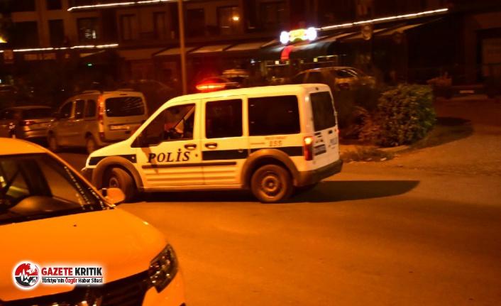 İzmir'de gasp dehşeti: Boynuna bıçak dayayıp,...