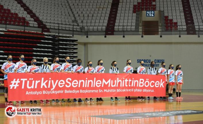 Konyaaltı Belediyesi Kadın Hentbol Takımından anlamlı pankart