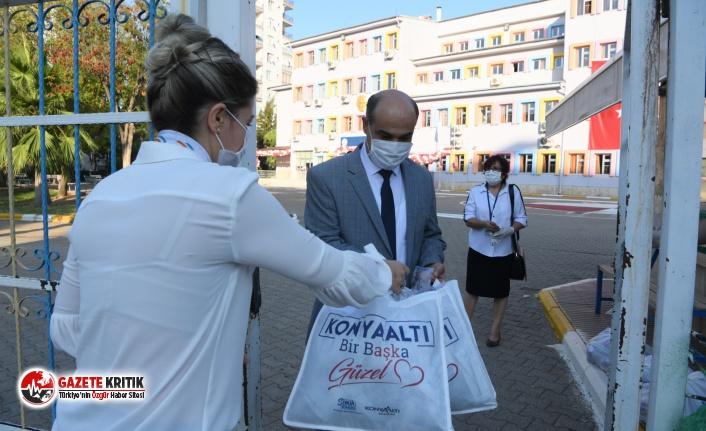 Konyaaltı Belediyesi'nden öğrencilere 6 bin maske