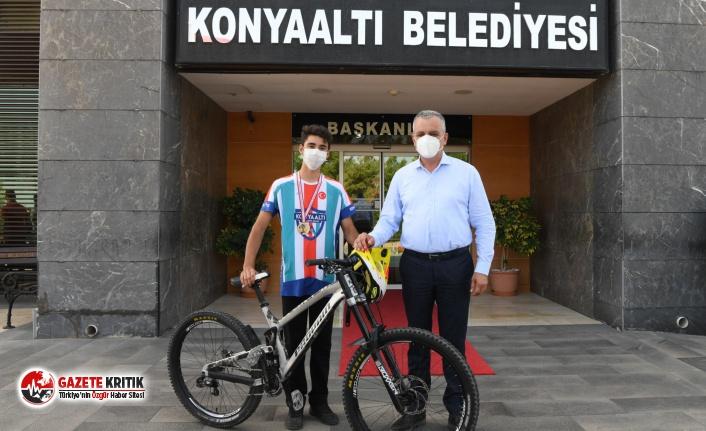 Konyaaltı bisikletçisi, 'Downhill' şampiyonu