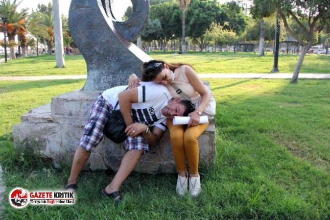 Parkta uyuyakalan çift,düğün paralarını çaldırdı