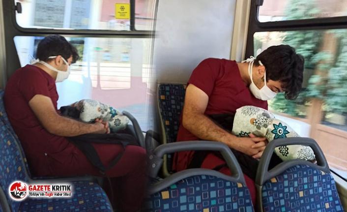 Uykuya yenik düştü... Sosyal medya bu görüntüleri konuşuyor