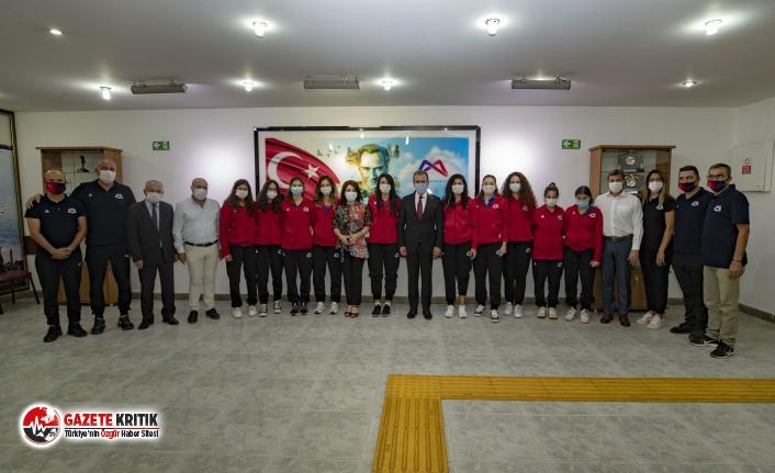 Başkan Seçer, Kadın Voleybol Takımı ile bir araya...
