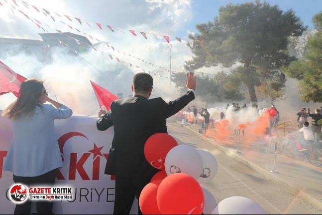 Burdur Caddelerinde Cumhuriyet Korteji