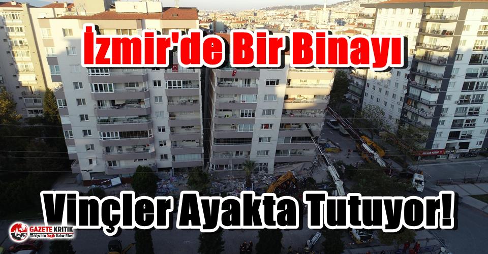 İzmir'de Bir Binayı Vinçler Ayakta Tutuyor