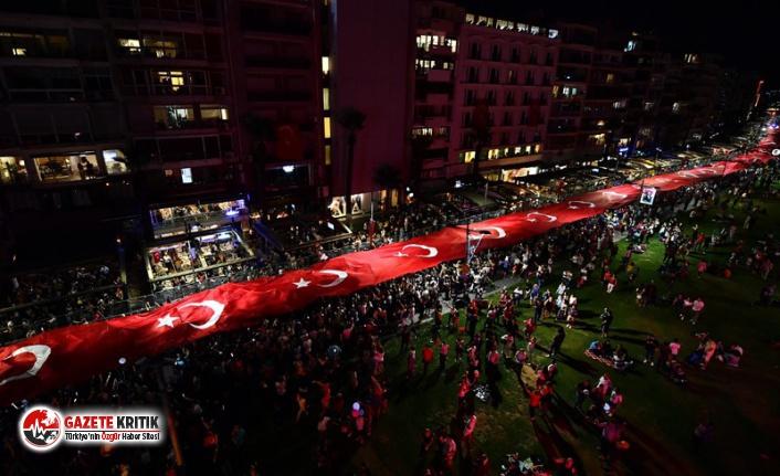 İzmir'de Valilik, Cumhuriyet fener alayı yürüyüşüne...