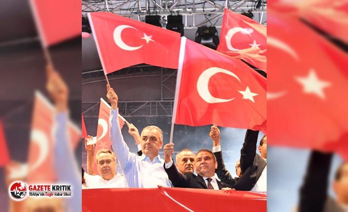 Konyaaltı Belediyesi'nden 'Cumhuriyet'e özel kutlama