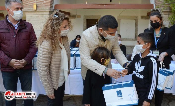 Başkan Ömer Günel'in başlattığı tablet kampanyası öğrencilerin yüzünü güldürdü