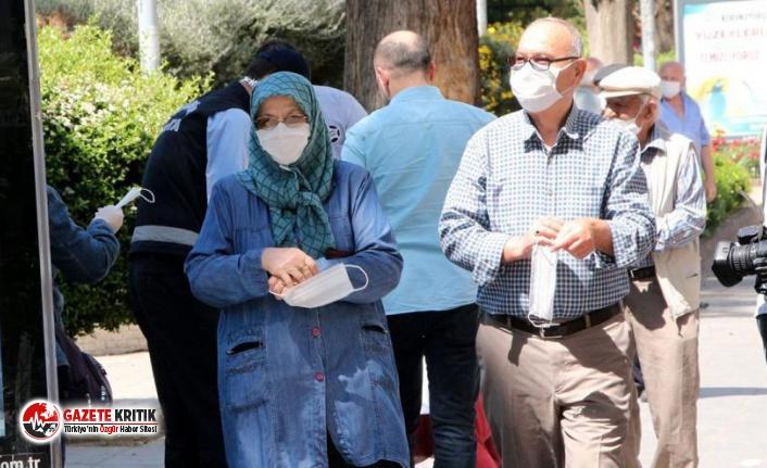 Bursa'da 65 yaş ve üzeri vatandaşlara sokağa...