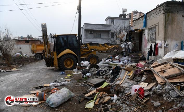 Bir evden 5 kamyon çöp çıkarıldı