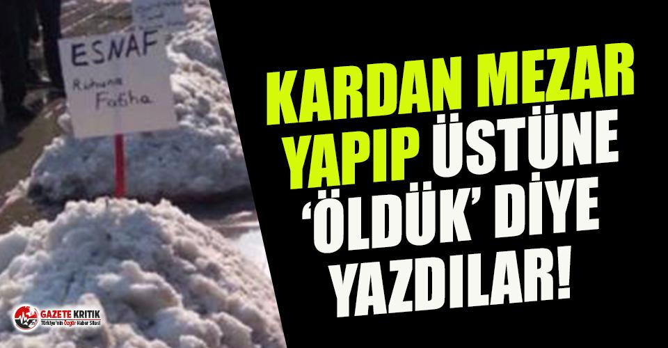 """Esnaf isyan etti: Kardan mezar yaptılar ve """"esnaf öldü"""" yazısının önünde Fatiha okudular"""