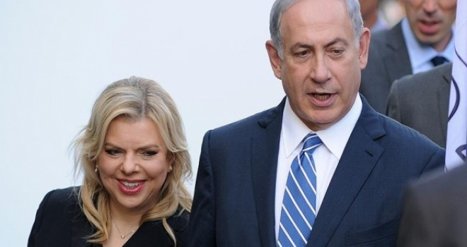 İsrail Başbakanı Netanyahu ve karısı eş zamanlı...