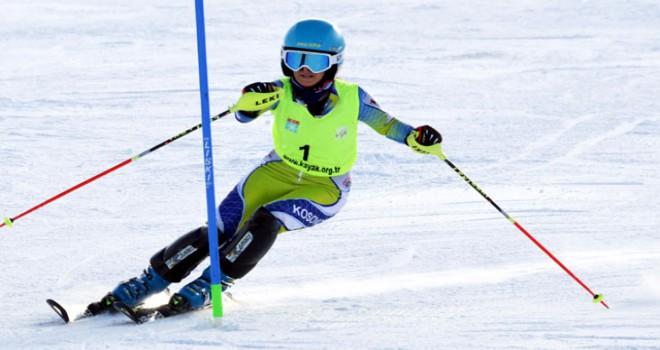 Alp Disiplini FIS Anatolian Cup Palandöken'de devam...