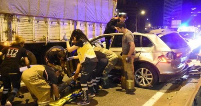 İzmir'de aynı yerde peş peşe kaza: 1 ölü, 4...