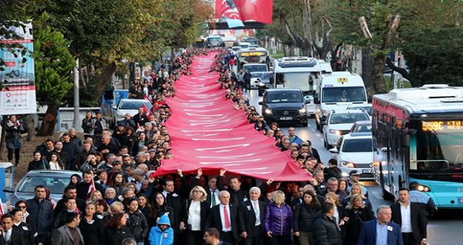 Beşiktaş'tan Dolmabahçe'ye Ata'ya saygı yürüyüşü