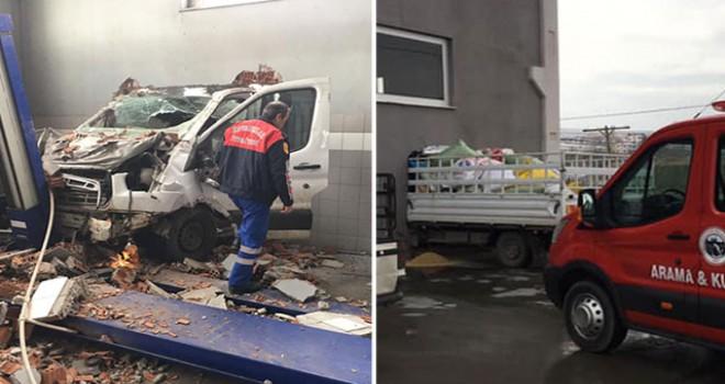 Elazığ'da kamyonet, iş yerinin duvarına çarpıp...