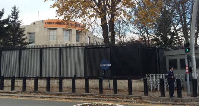 ABD Büyükelçiliğinin bulunduğu caddenin ismi...
