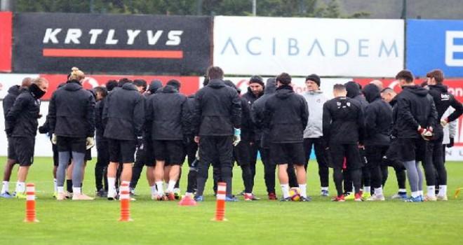 Beşiktaş'ta Adriano takımla birlikte çalıştı