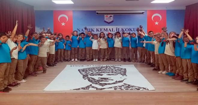 El izleri ile Atatürk portresini oluşturdular