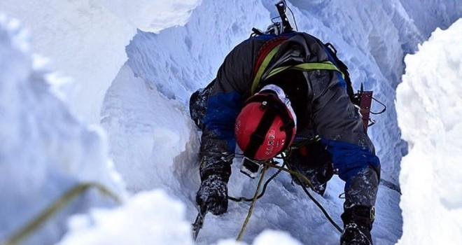 Himalaya Dağları'nda toprak kayması: En az 9 dağcı...