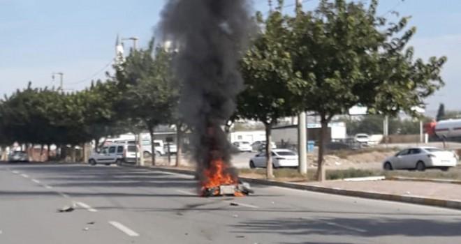 Otomobille çarpışan motosiklet yandı; sürücüsü...