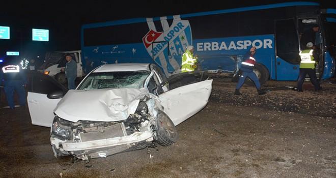 Erbaaspor'un otobüsü, takımı havalimanına bıraktıktan...