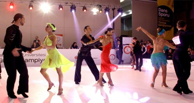 Rengarenk dansçılar 'BİLGİ Dans Kupası' için...