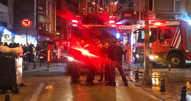 Kadıköy'de mobilya mağazasında yangın
