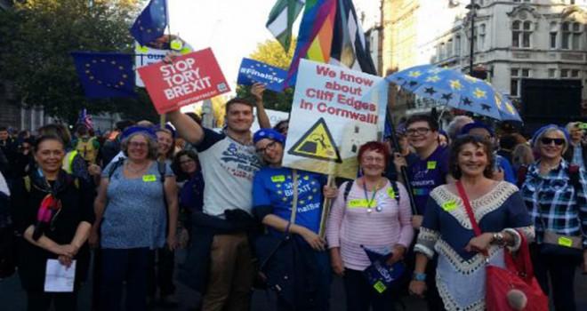 Brexit karşıtları Londra'da miting düzenledi