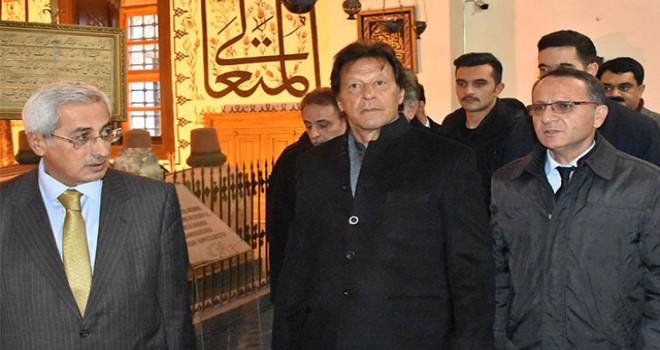 Pakistan Başbakanı Han, Mevlana Müzesini ziyaret...