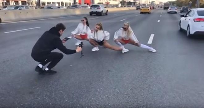 Klip çekimi için Moskova Çevre Yolu'nu trafiğe...