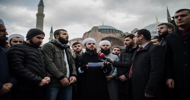Ayasofya'da 'spagat' protestosu