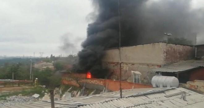 Sultangazi'de fabrika yangını