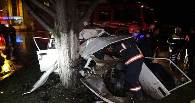 Parçalanan otomobilden mucize eseri yaralı kurtuldu