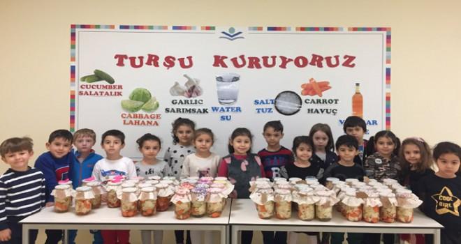 Öğrencilerden turşu ile yardım