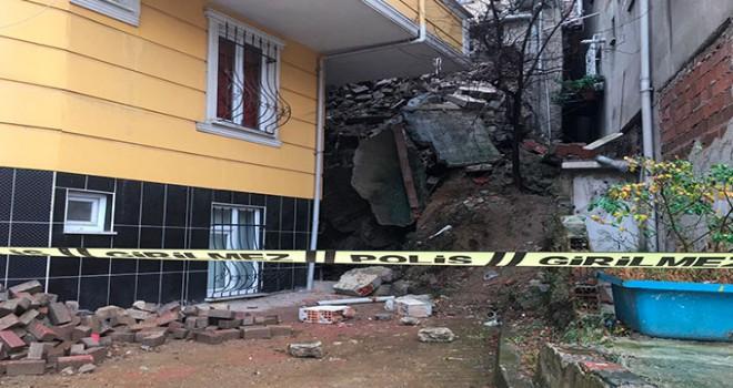Kağıthane'de binanın istinat duvarı çöktü