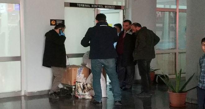 Terminale otobüsle gönderilen koliden el bombası...