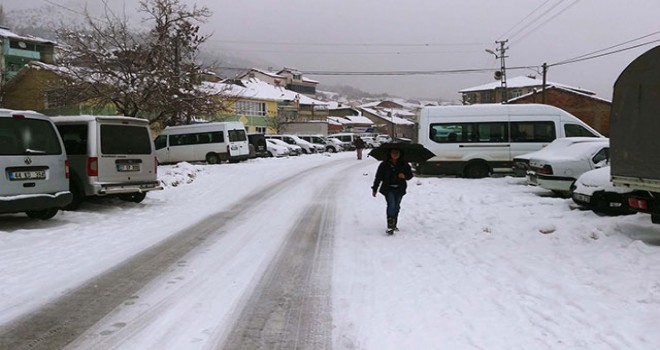 Çelikhan'da kar hayatı olumsuz etkiledi