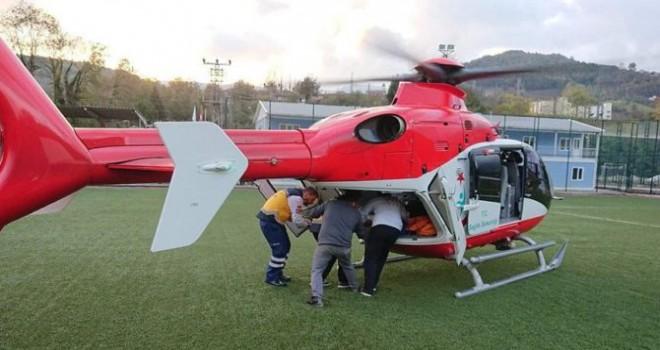 Kazada yaralanan çocuk ambulans helikopterle hastaneye...