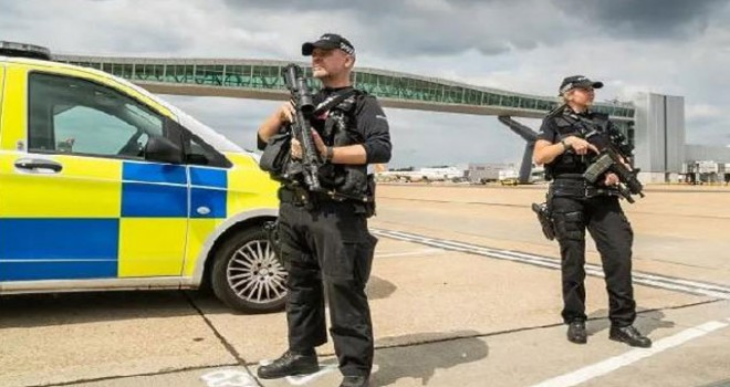 İngiliz polisi, 'drone' nedeniyle uçuş iptallerine...