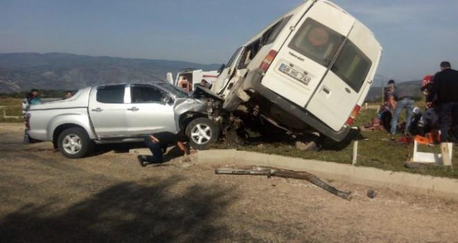 Sivas'ta yolcu minibüsüyle pikap çarpıştı: 1...