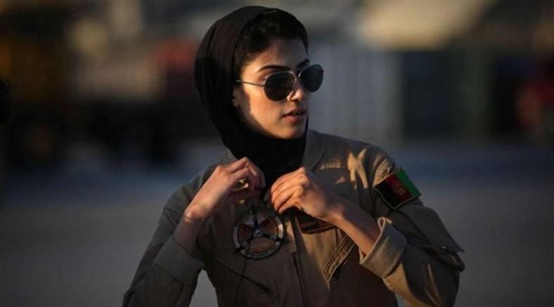 Afganistan'ın ilk kadın pilotu iltica etmeye çalışıyor
