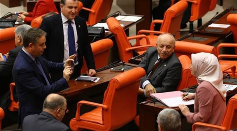 AKP'li vekillerden 'benim de imzam var' pozları