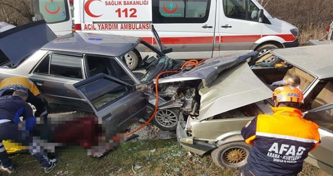 Kütahya'da otomobiller çarpıştı: 1 ölü, 5 yaralı
